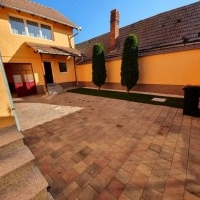 Casa Cu Piscina De Vanzare In Sebes, Zona Buna